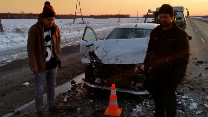 Lada Vesta «догнала» КАМАЗ: пять человек пострадали в ДТП на трассе Тюмень — Ханты-Мансийск
