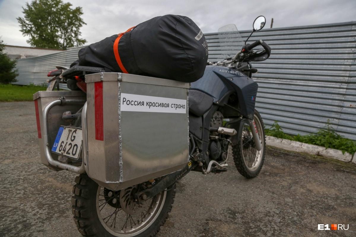 Он пытался найти могилу деда при помощи мотоцикла