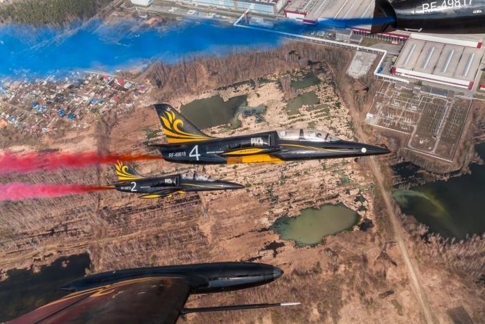Фигуры над Верхней Пышмой выполняли пять самолетовЛ-39