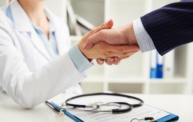 Оставаться здоровым омичам поможет личный страховой представитель