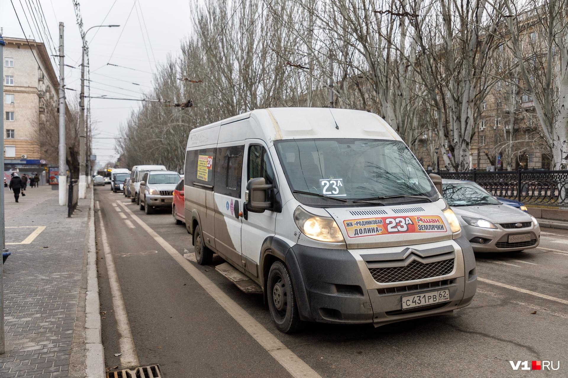В центре Волгограда сразу выстроилась пробка