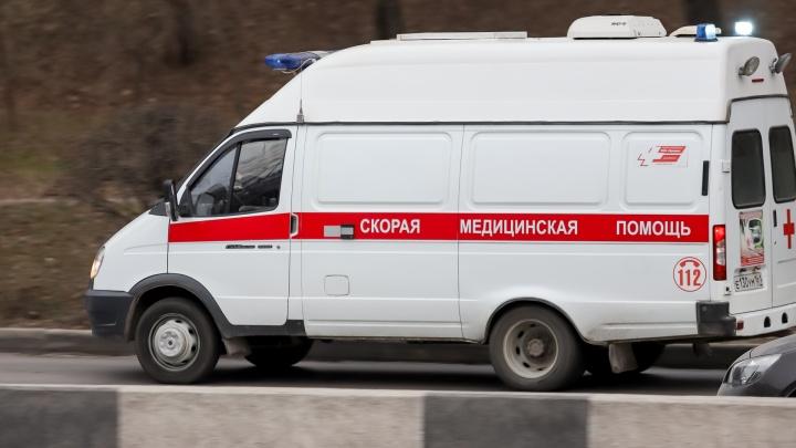 В Азове «Мерседес» сбил мать с малышом