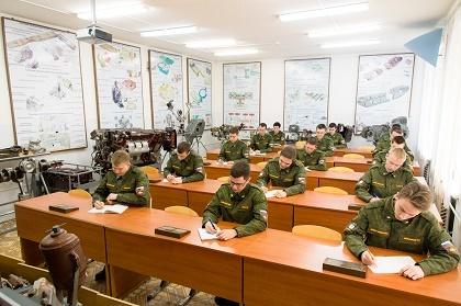 Воспитывают настоящих мужчин: студенты ЮУрГУ получают гражданское и военное образование одновременно