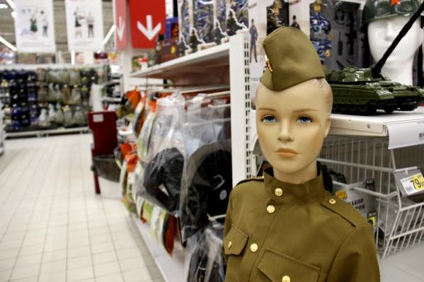 В магазинах Новосибирска начали продавать милитари-товары к 23 Февраля
