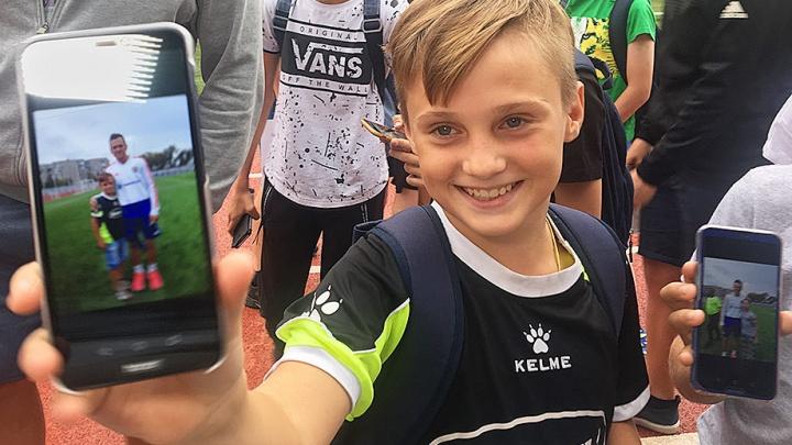 Волгоградские школьники попали на тренировку сборной России по футболу, вызвав всеобщее недовольство