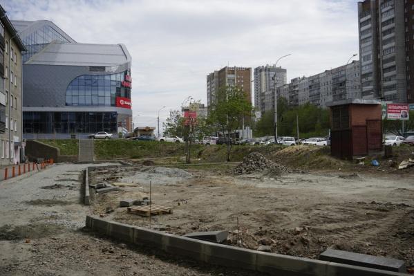В план реконструкции сквера внесли не только проезд к дому, но и парковку