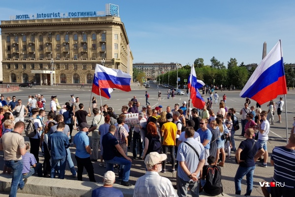 В конце митинга Александр Кравченко помешал задержать трёх организаторов демонстрации