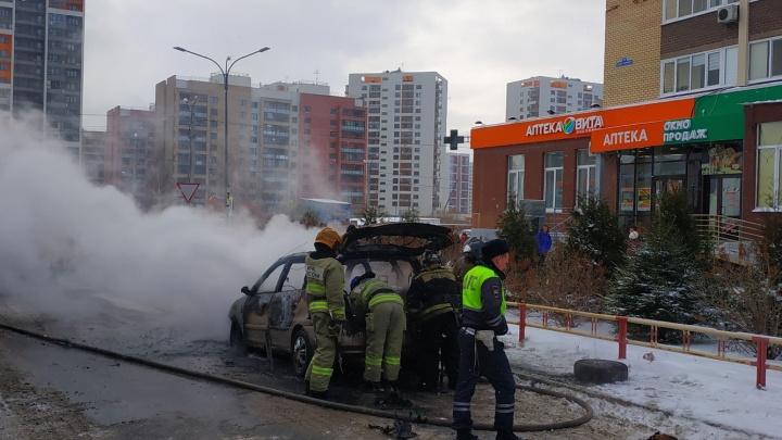 Пожар в Зареке уничтожил иномарку KIA