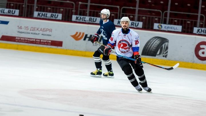«10 лет вообще не стоял на коньках»: работник челябинского завода по ночам играет в хоккей
