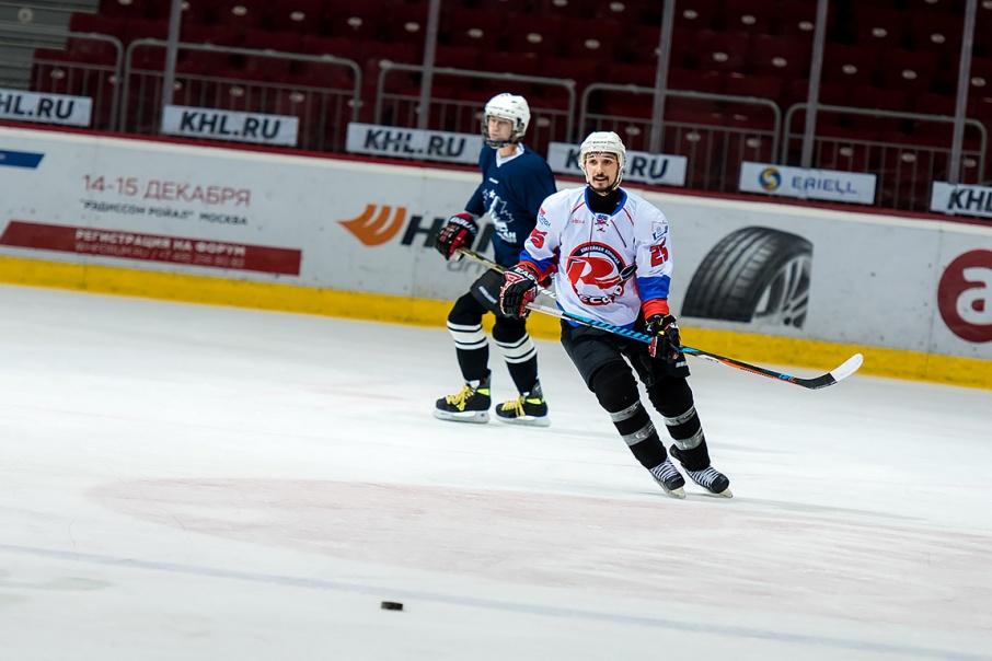 Александр вернулся в хоккей после 10-летнего перерыва