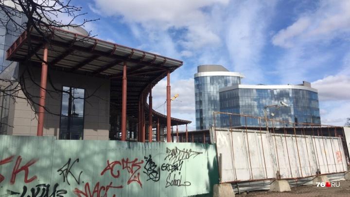 Застройщик рассказал, когда откроют башни-близнецы на площади Труда в Ярославле