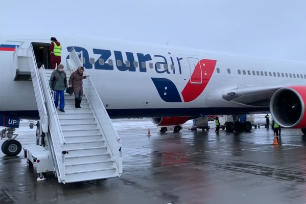 Пассажиров не выпускали из самолета, пока всех не проверят