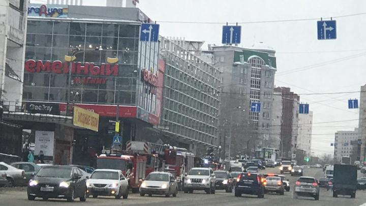 Классика жанра: из ресторана в центре Челябинска эвакуировали людей