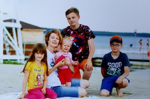 У Полины четверо детей