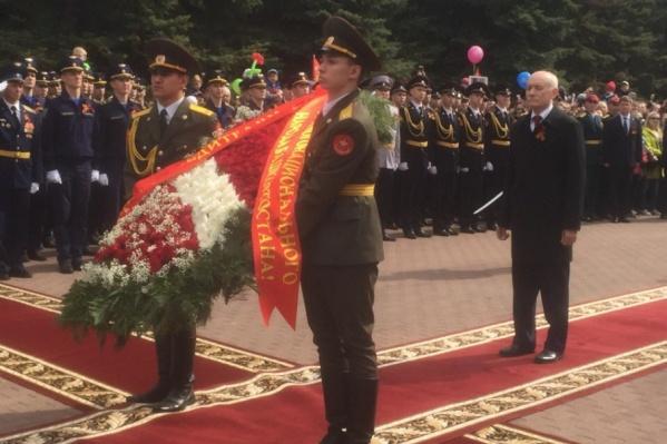 В парке Победы собрались ветераны и представители властей