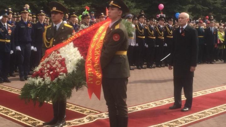 Глава Башкирии возложил цветы к Вечному огню в парке Победы