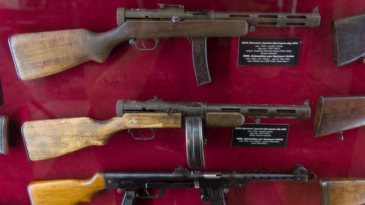 Виртуальная экскурсия E1.RU: гуляем по закрытому музею, где хранится оружие, победившее фашистов