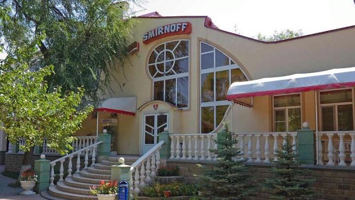 Труп мужчины обнаружили в кафе на левом берегу в Ростове