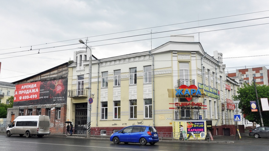 Мэрия отстояла здание, в котором находится стриптиз-клуб «Жара»