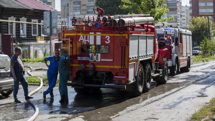 В Октябрьском районе на Гаранина сгорели три автомобиля