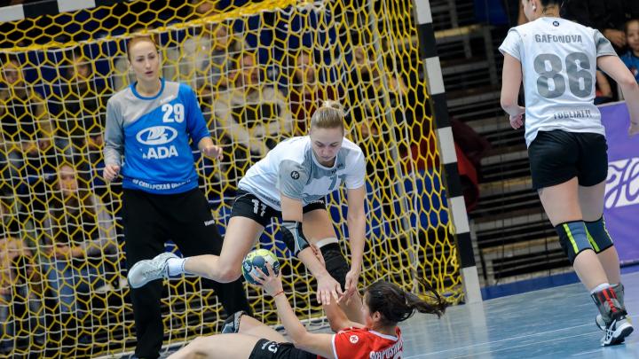 Тольяттинских гандболисток из «Лады» щедро премируют за 2-е место на чемпионате России
