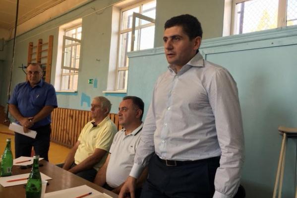 Саркис Гогорян (первый справа) будет представлять в донском парламенте «Единую Россию»
