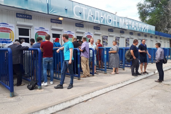 Одна из точек продажи — кассы стадиона «Металлург»