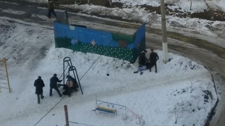 На детской площадке в Челябинске произошла массовая драка