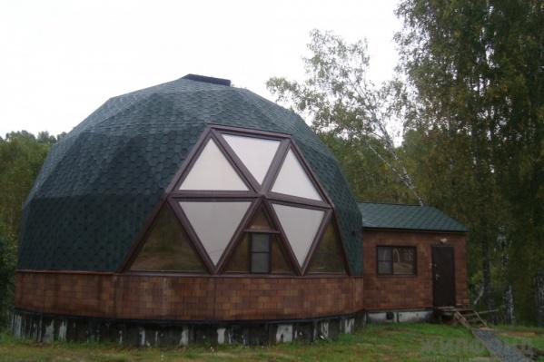 Один из самых необычных домов в продаже — двухэтажный шар в наукограде Кольцово