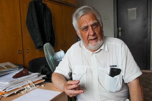 У новосибирского учёного-геолога Геннадия Лепезина украли с заблокированной сберкнижки около 700 тысяч рублей