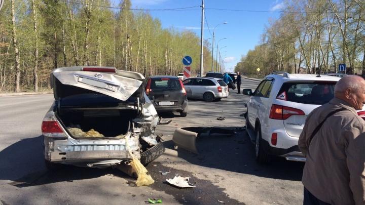 «КИА» разнесла половину «Тойоты» на Мочищенском шоссе
