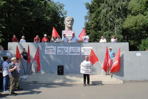 Коммунисты решили объявить свою позицию по памятнику публично