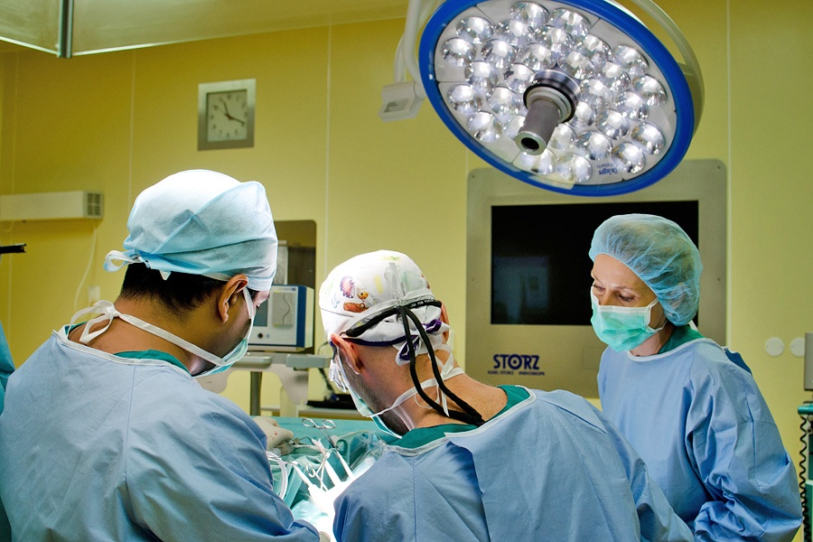Нейрохирурги справились с операциями обоим мальчикам за один день
