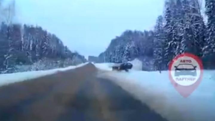 «Автомобиль выскочил прямо на мою маму». Появилось видео ДТП на трассе Ярославль — Иваново
