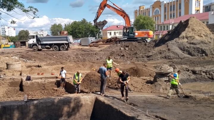 Археологи рассказали, что нашли во время раскопок у Фрунзенского моста