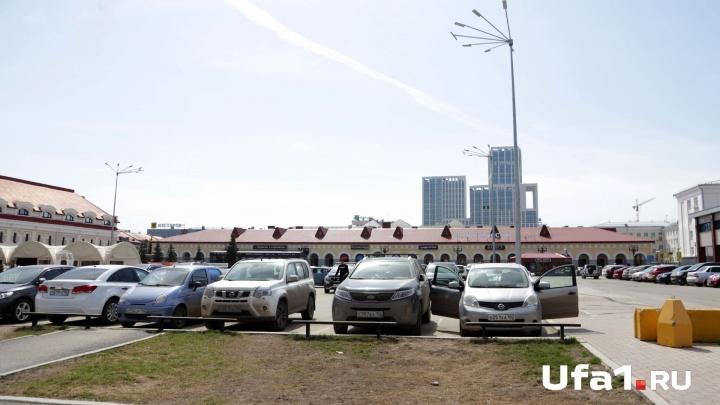 Автомойщик стащил из элитного внедорожника в Уфе 225 тысяч рублей