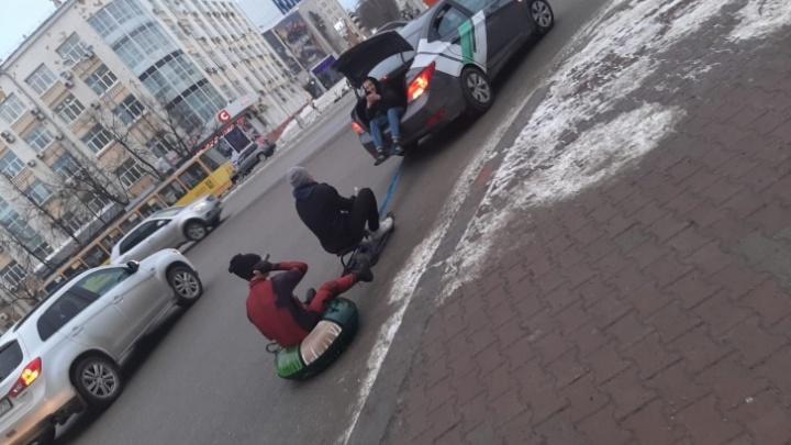 Водитель, устроивший покатушки с бубликом и снегокатом на Ленина, объяснил, зачем это сделал