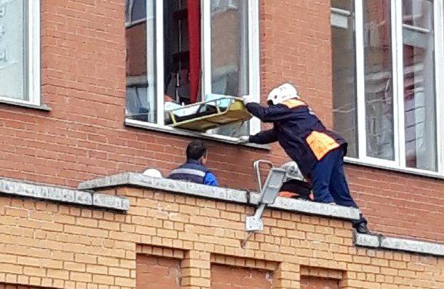 Промышленный альпинист сорвался с многоэтажки в Заельцовском районе