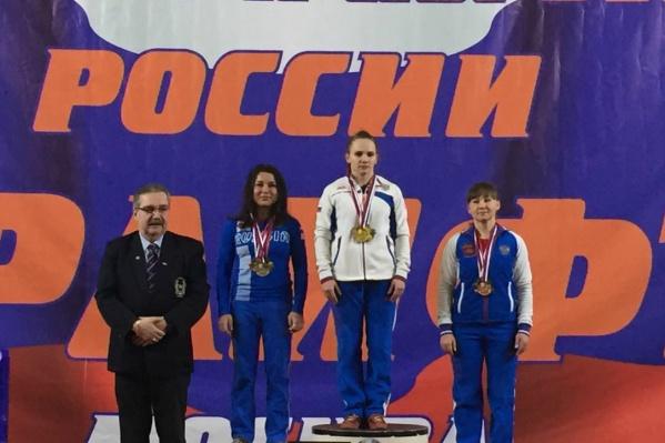 Спортсменка из Новосибирска— крайняя справа