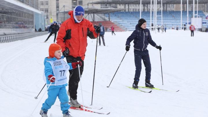 Дистанции и участники от мала до велика. Смотрим, как прошла «Лыжня России» в Челябинске