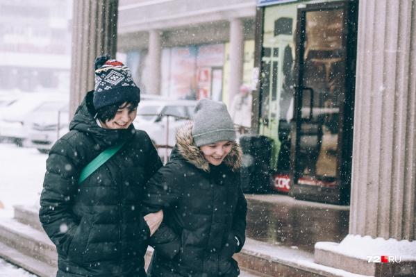 Одеваемся, собираемся и радостно шагаем на занятия. Зимние каникулы уже близко: чем не повод для отличного настроения