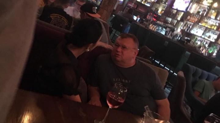 С вином виноватый: пока экс-директор «Гринфлайта» отдыхал в баре, его дело пришло всвердловский суд
