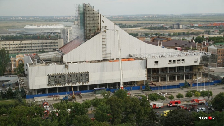 Пробка 8 баллов: из-за пожара в Музыкальном театре в центре Ростова парализовано движение