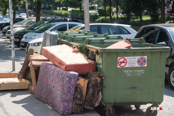 Авария произошла, когда женщина направлялась к мусорным бакам
