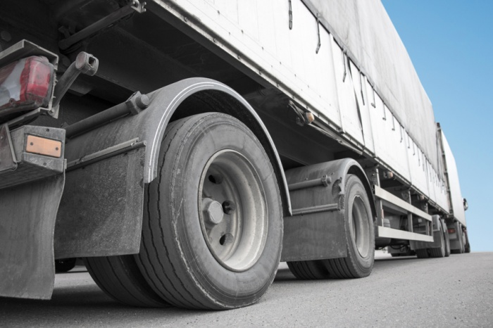Водители фур с тяжелыми грузами заплатят 7,5 млн за порчу кемеровских дорог