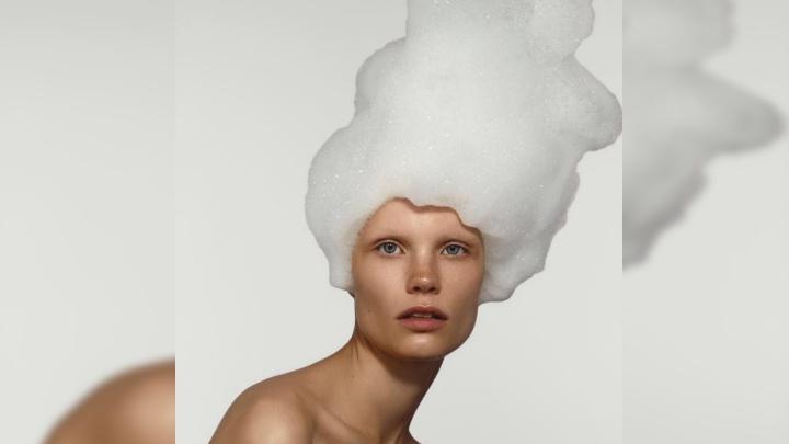 Рыжеволосая модель из Красноярска снялась в необычной фотосессии для русского молодежного журнала