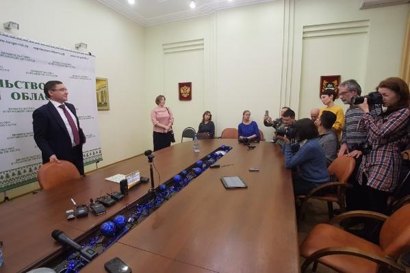 Соболезнования всем пострадавшим в трагедии Владимир Якушев выразил на пресс-конференции в Кургане