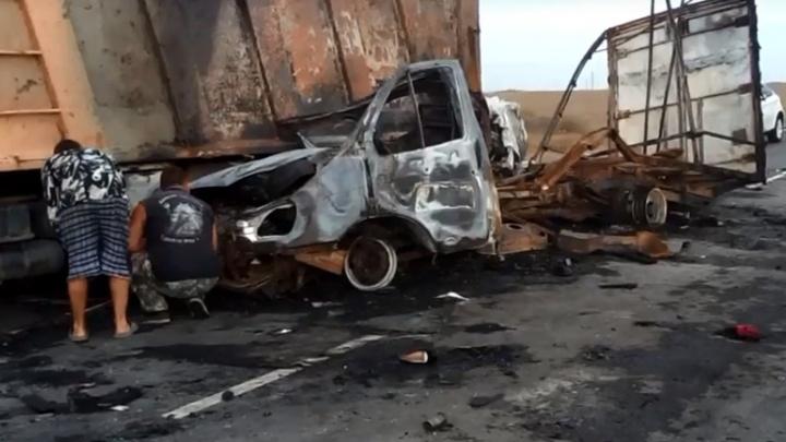 На трассе Волгоград — Астрахань «Газель» разбилась о самосвал