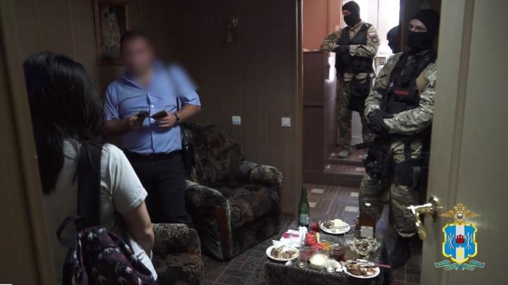 Притон взяли штурмом: в Ростове прошла облава в гостинице, где занимались проституцией
