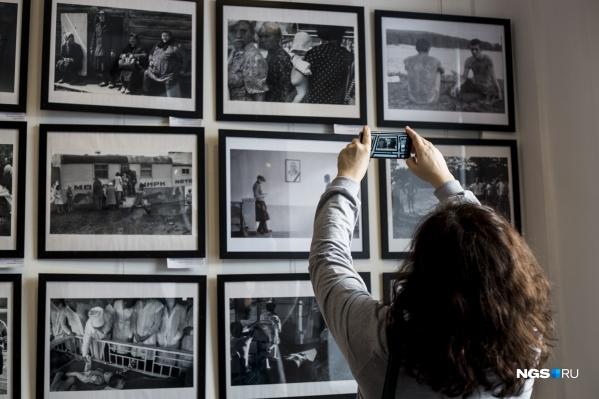 В залах ЦК19 открылась выставка сибирских фотографов, которые были запрещены в советское время
